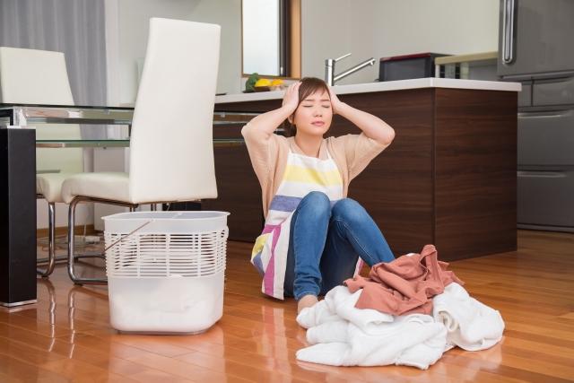 家事にストレスを抱える女性